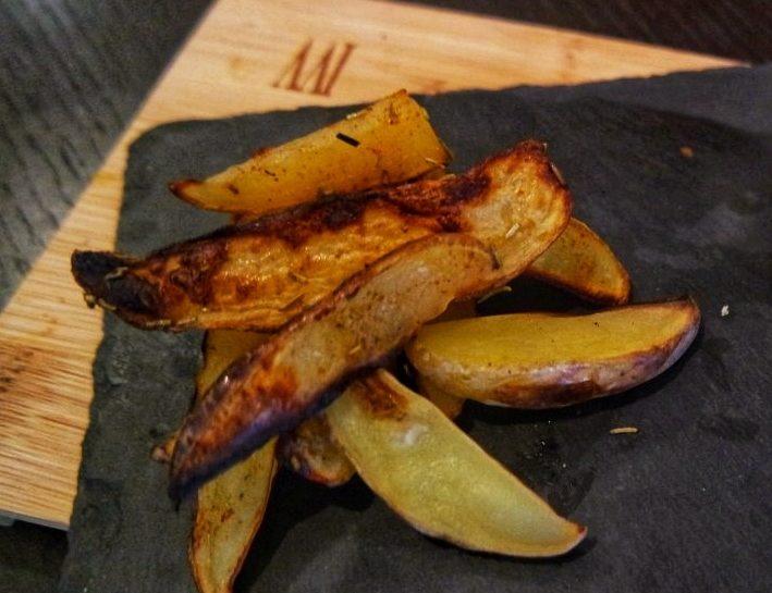 Ricette fit patate croccanti con buccia e paprika al forno