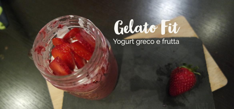 Ricetta fit per fare il gelato a casa con lo yogurt e frutta con solo 155 kcal