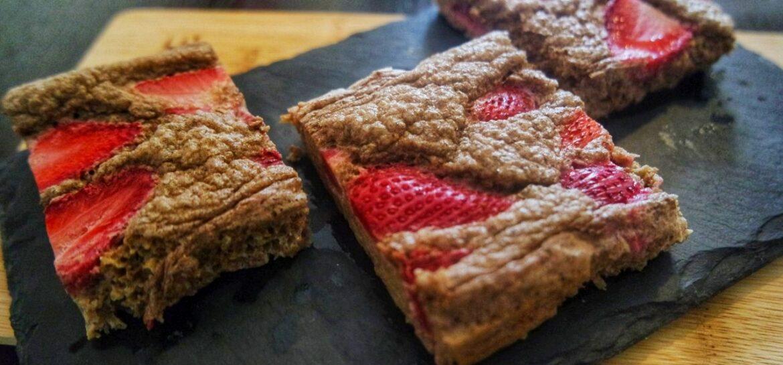 Ricetta fit brownie all'avocado e fragole Proteico