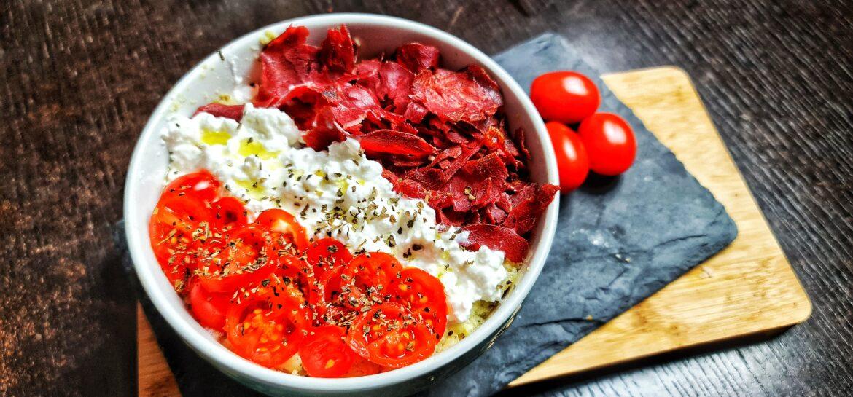 Ricetta fit porridge proteico salato di riso con bresaola croccante low carb